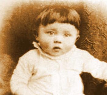 Адольф в детстве